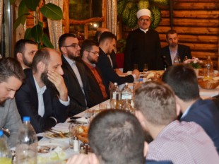 Predsjednik Mešihata na iftaru Škole Kur'ana Časnog